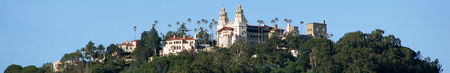 1000px-Hearst_Castle_panorama.jpg